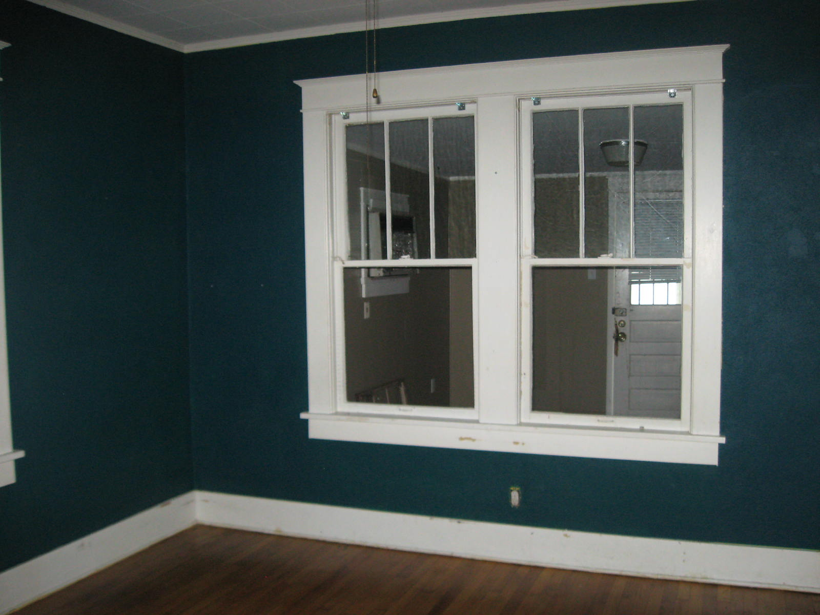 Guest room google image col tempo teal wall painting for Dark painted rooms